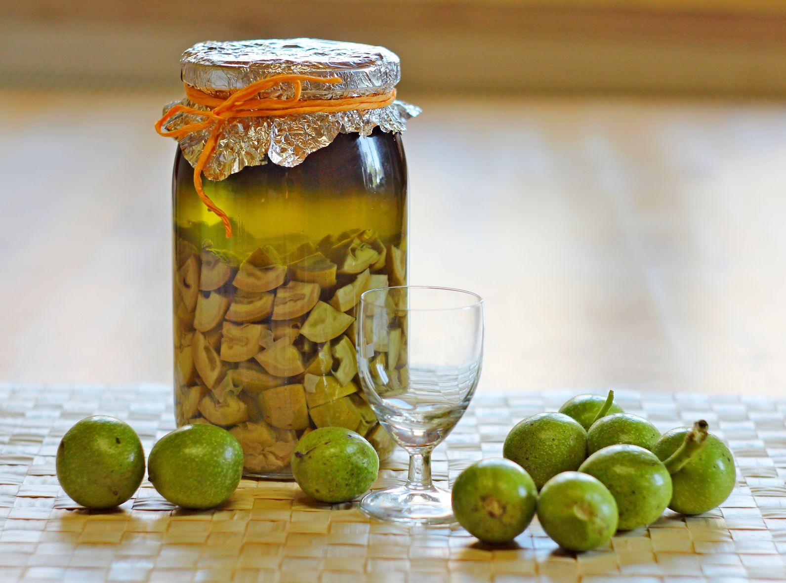 Настойка на спирту на орехах