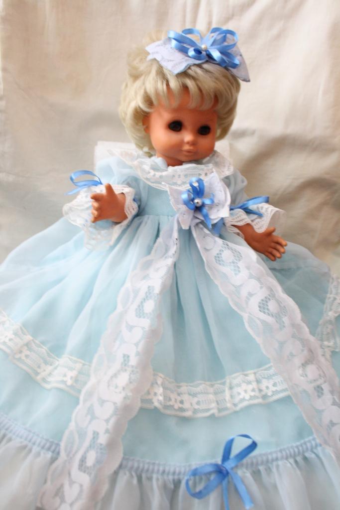 Але наша героїня не тільки ляльок одягає fc8c96d55accd