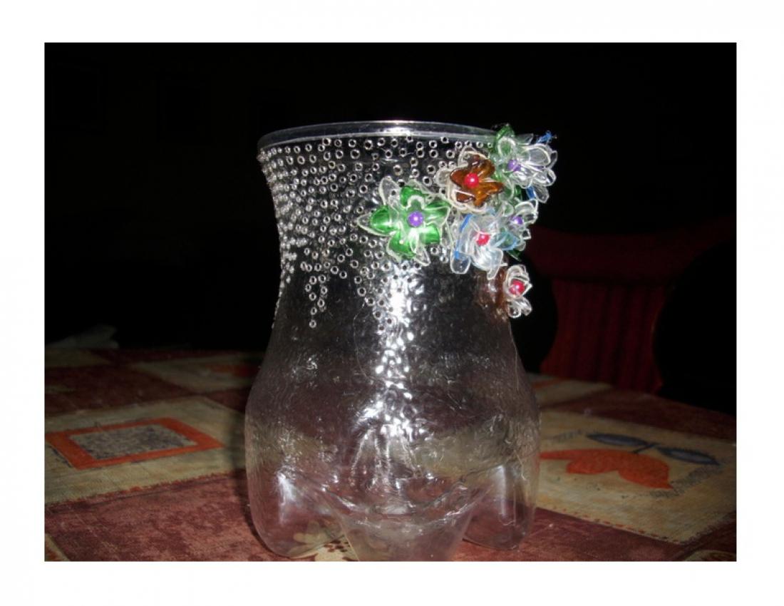 Сделать вазу для цветов из пластиковой бутылки своими руками