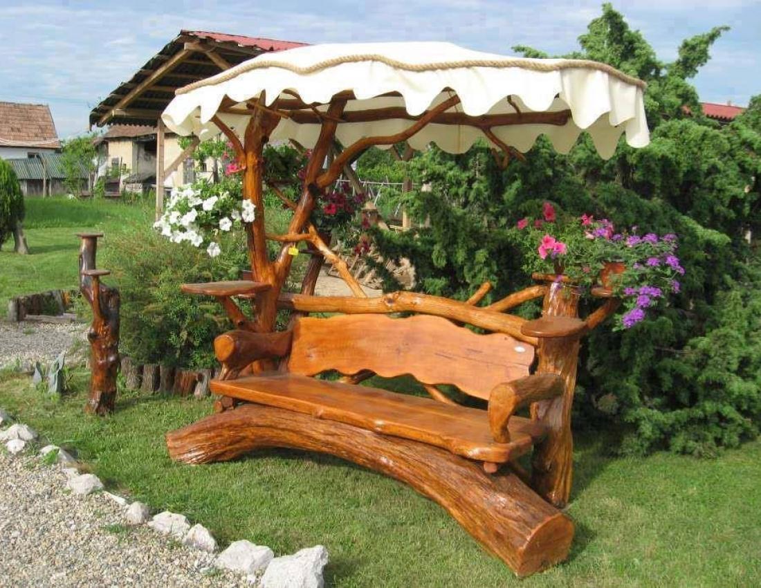 Скамейка из бревна для дачи