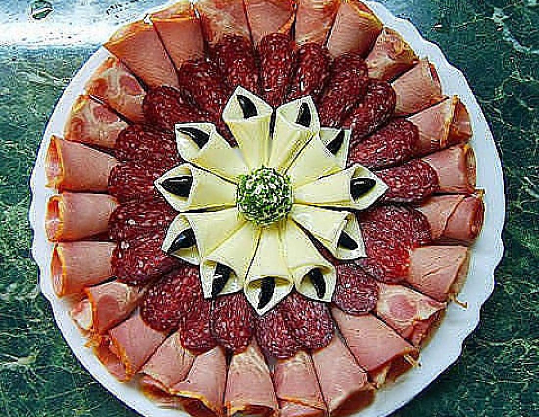 Украшения блюд праздничного стола своими руками фото пошагово